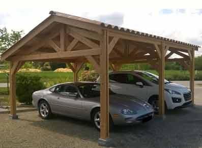 Ossature bois toit double pente utilisée en carport double pour les voitures