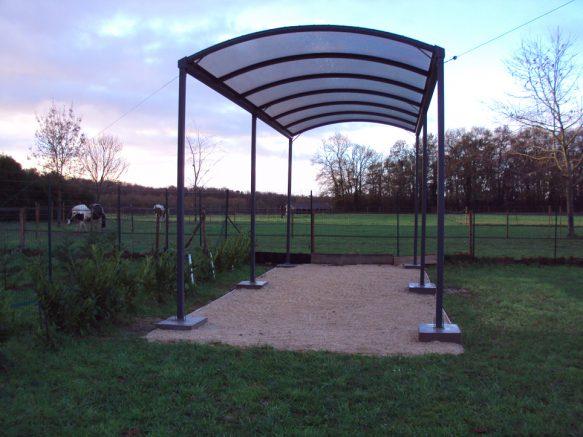 Abri camping-car toiture arc de cercle avec plaques polycarbonate