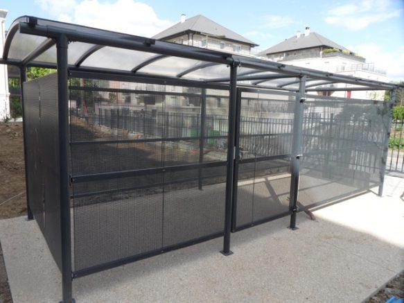 Abri 2 roues fermé toit polycarbonate pour copropriétés et entreprises