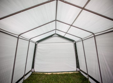 Arceaux métalliques et toile de tente pour cet abri garage