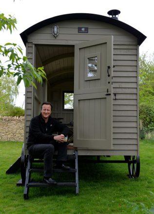 David Cameron tient son abri bois uktra esthétique
