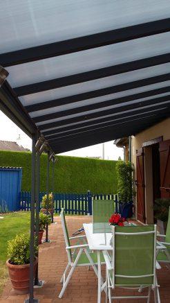 Abri pour terrasse métallique et polycarbonate