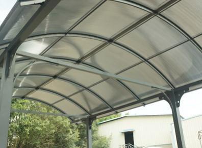 Structure métallique d'un abri camping-car