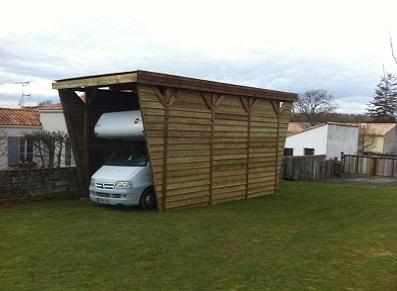 Pourquoi choisir une ossature bois pour son abri camping-car ?