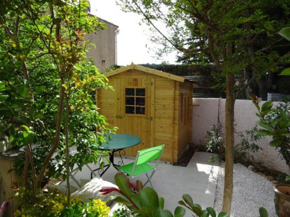 un cabanon en bois install dans un jardin sans autorisation en mairie. Black Bedroom Furniture Sets. Home Design Ideas