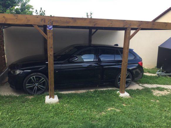 un abri voiture en bois