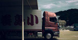 Un abri à partir de remorques de camion