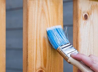 Des idées pour bien traiter le bois de son abri de jardin