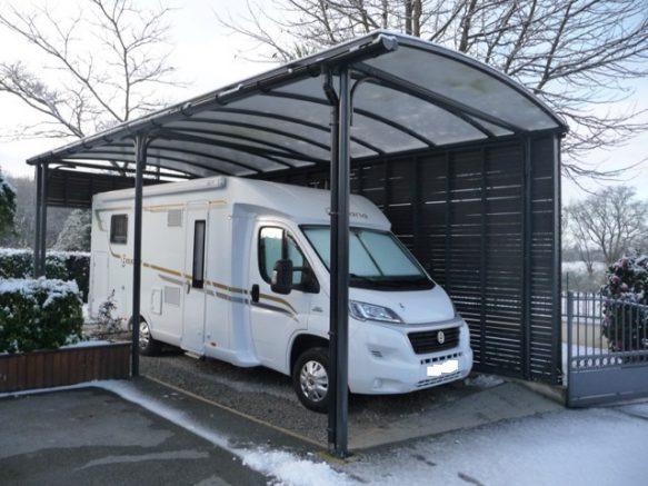 l 39 abri camping car un carport en kit pour vivre sa passion au quotidien. Black Bedroom Furniture Sets. Home Design Ideas