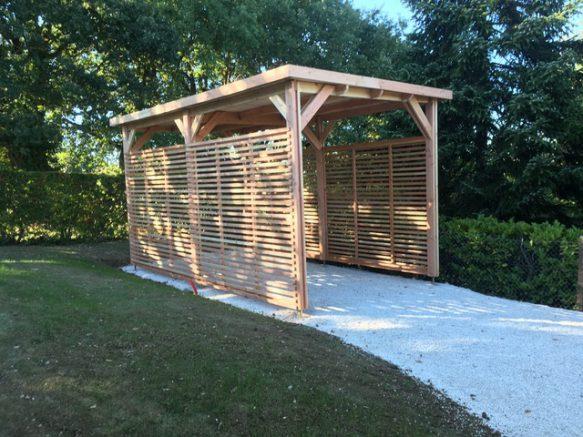 La chaleur et l'élégance d'un carport en bois ! Et en plus ses dimensions sont sur-mesure.