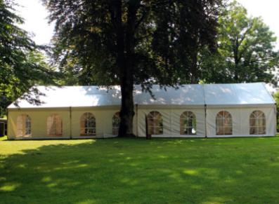 C'est la saison des réceptions… et des barnums et tentes pliantes!