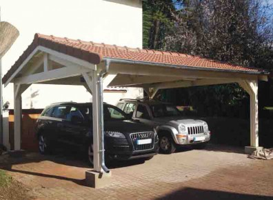 Restez au sec et protégez les carrosseries de vos véhicules avec ce carport double