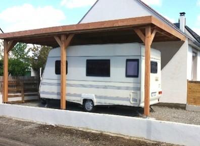 Un carport avec des dimensions suffisament conséquentes pour accueillir un camping-car