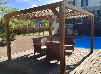 La pergola : l'atout pour un espace ombragé au bord de votre piscine
