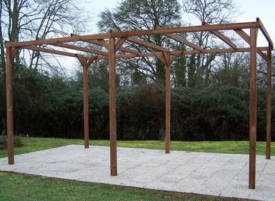 Une structure en bois pour créer votre pergola-tonnelle !