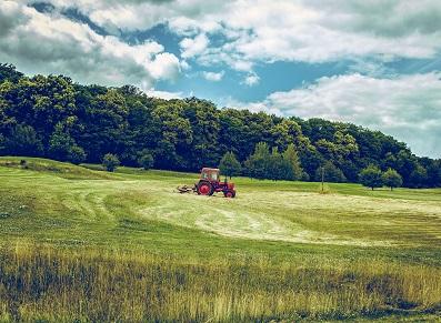 S'aménager un abri tracteur à petit prix, c'est possible !