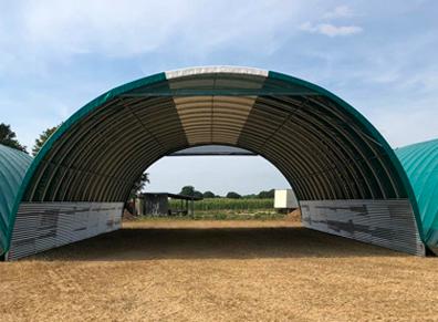 Le tunnel agricole : quelle forme et quels pignons pour le stockage ou l'élevage ?