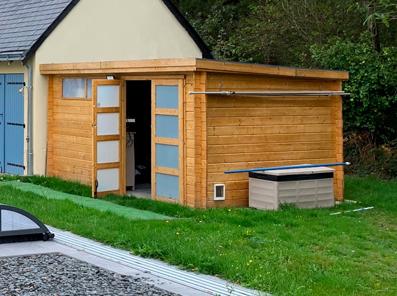 Transformez votre abri de jardin en espace utile pour ranger les accessoires de piscine
