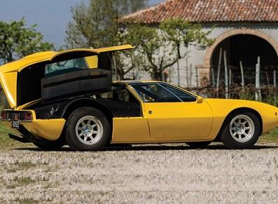 Un collectionneur de véhicule rares… et son hangar adapté !