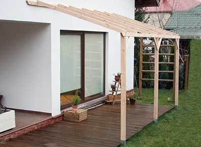 Un toit de terrasse sans couverture : laissez libre court aux plantes grimpantes !