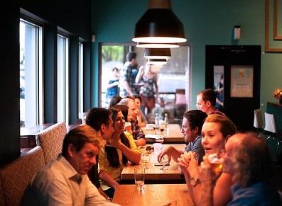 Le restaurant à l'heure du confinement… et l'abri salon de jardin ?