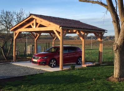 Un carport crée à partir d'une ossature bois Douglas
