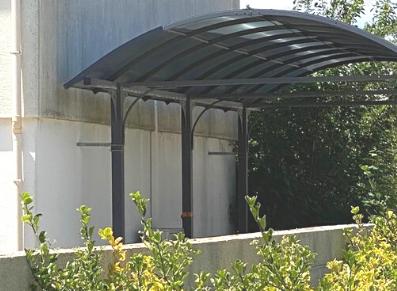La bonne idée 💡 : renforcer l'ancrage de son carport camping-car dans les régions venteuses
