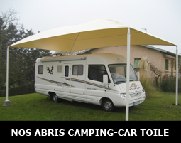 Un abri de camping-car 4 poteaux avec toile PVC