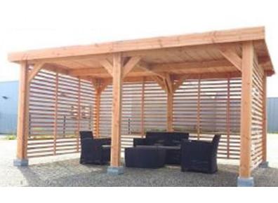 Ossature en bois douglas pas ch re qui fait un carport for Toit terrasse en bois