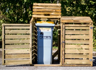 un abri pour votre poubelles en bois