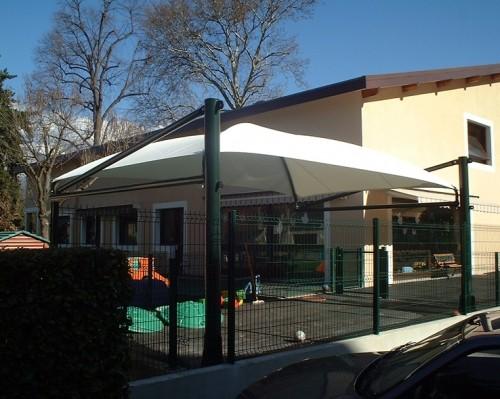 un espace de jeu pour enfant à couvert