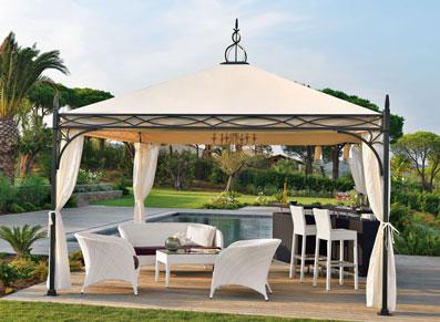 un ensemble de jardin ou terrasse avec bar