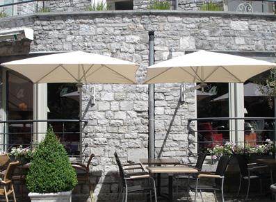 un abri d'ombrage pour terrasse