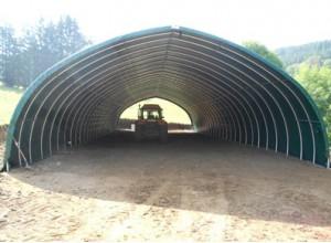 Tunnel de stockage avec toit en ogive