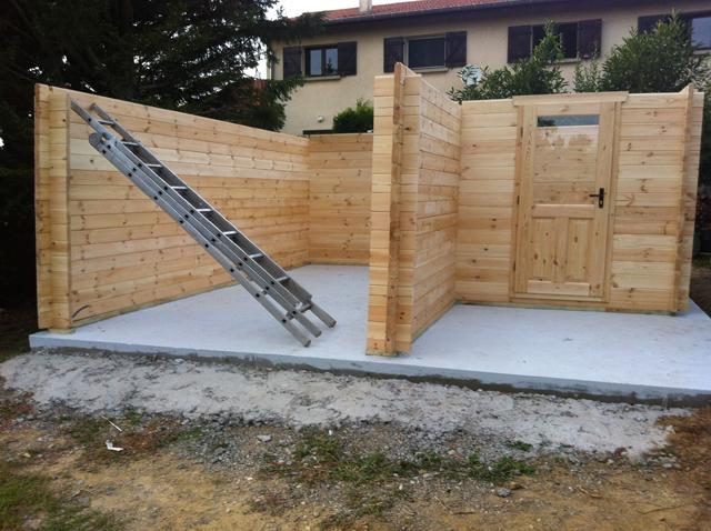 Etapes de montage d'un garage en bois équipé d'une réserve