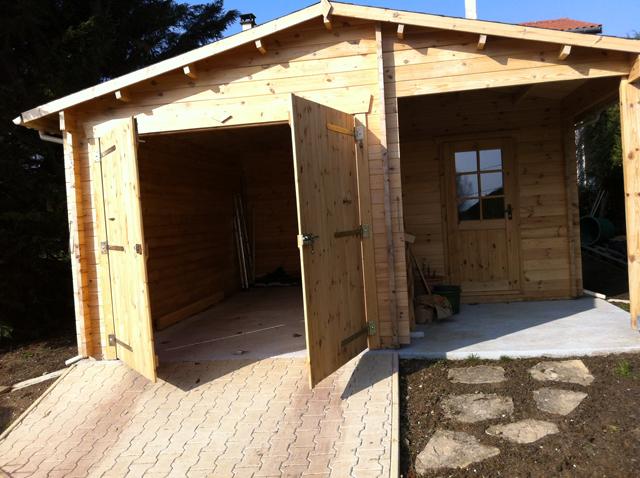 Un garage bois et une réserve montés en 2 jours