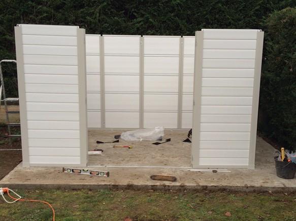 Comment monter un abri de jardin PVC chez soi ? La réponse en images ...